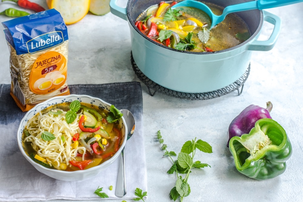 Pomysl Na Sycacy I Szybki Obiad Latem Kolorowe Zupy Z Sezonowych